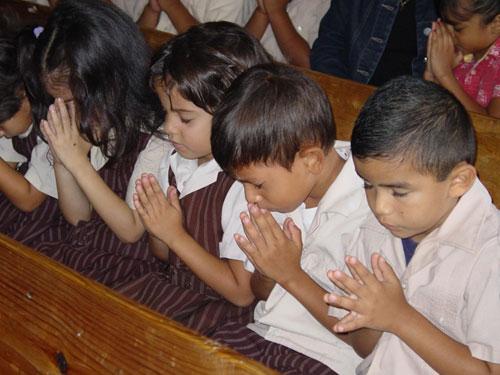 little boys are praying